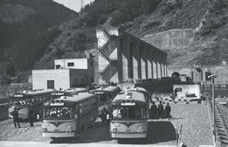 秋葉ダムと発電所完成、営業発電開始【1958年(昭和33年)】/浜松市